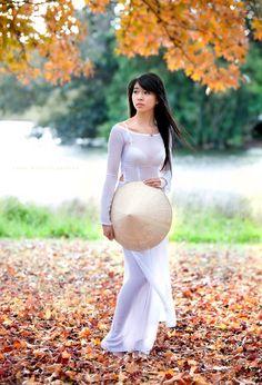 【画像】ベトナムの民族衣装「アオザイ」好きなワイがアオザイ女子の画像貼ってく