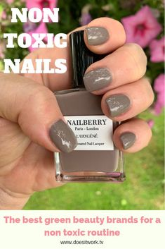 Non-Toxic Nail Polish Guide. What's the difference between a or nail polish? 5 non-toxic nail polishes you need to try! Dark Pink Nails, Green Nails, Diy Lotion, Lotion Bars, Gel Manicure, Diy Nails, Manicures, Beauty And Health Routine, Kylie Jenner Nails