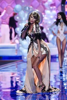 Taylor Swift Victoria's Secret fashion show 2014.