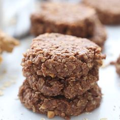 I don't make crunchy peanut butter no-bake cookies very often because I can't resist eating the entire batch! These no-bake cookies take about 15 minutes from start to finish and have the perfect combination of peanut butter, chocolate, and oatmeal. Oatmeal No Bake Cookies, Healthy No Bake Cookies, Easy Cookie Recipes, No Bake Desserts, Easy Desserts, Dessert Recipes, Peanut Butter No Bake, Peanut Butter Chocolate Bars, Peanut Butter Oatmeal