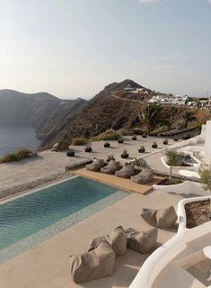 Santorini Greece, Imerovigli Santorini, Santorini Travel, Crete Greece, Location Airbnb, The Beach People, Das Hotel, Resort Spa, Beach Cottages