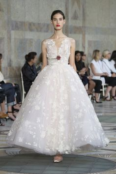 La robe de mariée Giambattista Valli haute couture automne-hiver 2017-2018