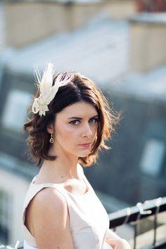 Fascinator Mimosa – accessoire de coiffure de mariage – plumes – perles swarvoski – peigne - Sautoir et Poudrier par SautoirEtPoudrier sur Etsy https://www.etsy.com/fr/listing/220502317/fascinator-mimosa-accessoire-de-coiffure