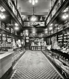 Shorpy Historical Photo Archive :: The Drugstore: 1913 Vintage Pictures, Old Pictures, Old Photos, Amazing Pictures, Vintage Images, Shorpy Historical Photos, Shops, Le Far West, The Old Days