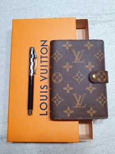 #louis #vuitton #scatole #shopping #agenda #lux Louis Vuitton Monogram, Mascara, Wallet, Lifestyle, Girls, Pattern, Shopping, Little Girls, Daughters