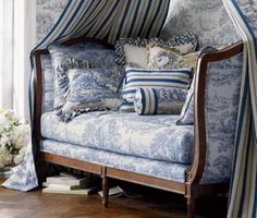 Awesome Contemporary Daybed Furniture Design For Outdoor Blue French Provencal Daybed Canopy Toile Pillows Cushion Ticking Eclectic Home Room Decor IdeasDaybed Ideas - Grezu : Home Interior Decoration Shabby French Chic, Shabby Chic Français, French Decor, French Country Decorating, French Daybed, Daybed Canopy, Daybed Pillows, Upholstered Daybed, Blue Rooms