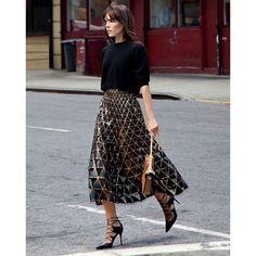 幾何学模様のモードスカートにぴったりのレースアップシューズのコーデ♡スタイル・ファッションの参考に♪