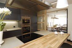 SANTOS kitchen. Cocina Ariane | Santos Estudio Bilbao. Cocina semi-abierta al salón, un lugar para disfrutar cocinando. Los electrodomésticos son de Neff