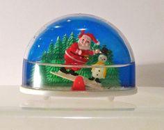 Vintage Christmas Snow Globes.Vintage Christmas Snow Globes