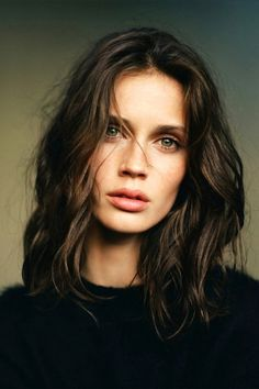 Perfectly mussed waves and great green eyes. | LA COOL & CHIC