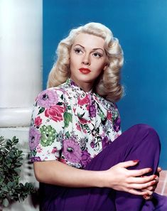 Lana Turner - her curls are so perfect :)