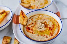 A babhummuszt nevezhetjük a magyar hummusznak is, ami egyben egy elég kreatív felhasználása a karanténhelyeztre felhalmozott babkonzerveknek is. Hummus, Clean Eating, Gluten Free, Dishes, Cooking, Ethnic Recipes, Kitchen, Food, Street