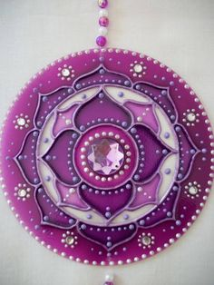 """""""LÓTUS DE INDIA: la flor de loto (también conocida como sagrada flor de loto de la India) representa inmaculada pureza es el símbolo de expansión espiritual, lo sagrado y puro. El color violeta viene en mandala activar la transmutación y la energía de limpiar el medio ambiente o el personal"""