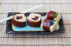 Copy of Sushi Treats™ – ¡Saca los palitos chinos! Estos Rice Krispies Treats® están rellenos con gusanos de dulce, enrollados con dulces de fruta y parecen sushi de verdad.