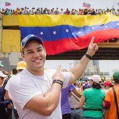 En medio de toda la situación de caos, represión, muerte y dolor que esta viviendo nuestro país, tengo Fé en que todo va a cambiar pronto en Venezuela! Se que Dios esta con nosotros! Fuerza y Fé mi gente! Hagamos algo para generar los cambios que queremos ver en el mundo! Oliver Herrera. @oliverherrerafotografia#prayforvenezuela #leopoldolopez #venezolano #nomasrepresion #nomasdictadura #viralizaladictadura #cnnenespañol#resistencia #lecheria #Venezuela#sosvenezuela #anzoategui…