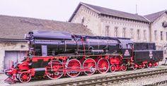 Oradea station Abandoned Train, Famous Castles, Art Nouveau Architecture, Austro Hungarian, Steam Locomotive, Train Tracks, Train Station, Model Trains, Homeland