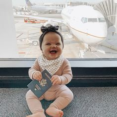 Baby at the airport - You are in the right place about baby drawing Here we offer you the most beautiful pictures about - Baby Pictures, Baby Photos, Cute Kids, Cute Babies, Future Mom, Baby Mine, Cute Family, Traveling With Baby, Baby Girl Fashion