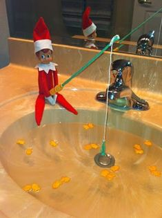Elf on the Shelf Ideas for Kids With Messages Which Kids Are Gonna Love - Hike n Dip Here are over 70 Elf on the Shelf Ideas for Kids. These funny Elf on the Shelf ideas with notes will surely be a fun thing to do with kids for Christmas. Christmas Elf, All Things Christmas, Christmas Ideas, Christmas Countdown, Funny Christmas, Christmas 2019, Christmas Letters, Christmas Projects, To Do App