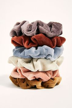 Finding the perfect scrunchy is essential if you want a rocking ponytail. Here are the best velvet scrunchies around! Accesorios Casual, Accessoires Iphone, Velvet Scrunchie, Scarf Hairstyles, Craft Stick Crafts, Hair Ties, Retro Fashion, Punk Fashion, Crochet Baby