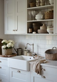 KNORKAN: SOMMARKÖK Vintage Kitchen Decor, Home Decor Kitchen, Kitchen Interior, Kitchen Ideas, Cottage Kitchens, Home Kitchens, Old Kitchen, Küchen Design, Kitchen Layout
