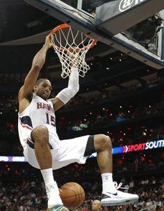 Al Horford, do Atlanta Hawks, enterra na quinta partida da série contra o Boston pelos playoffs da NBA