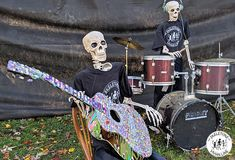 The famous rock band 'The Bedazzled Bones' has returned from the dead just in time for Halloween! Check out the latest creative Halloween skeletons. These hilarious poseable skeletons really know how to have fun! Skeleton Love, Funny Skeleton, Skeleton Art, Halloween 2020, Halloween Ideas, Halloween Decorations, Halloween Skeletons, Spirit Halloween, Spooky Memes