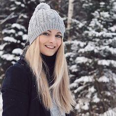 Dnešní výlet za sněhem. U nás už skoro zase sníh není klasika... #czech #mountains #snow #girl #czechgirl #blondie #blondehair #blonde #blogger #blog #bloger #wood #winter #wintertime #winterwonderland #smile #cold #like4like #likeforlike #l4l #pictureoftheday #wiwt