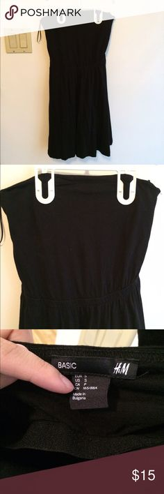 HM black strapless summer dress Very cute black strapless summer dress. The dress is perfect for slip ins for swimsuits. There is a built in area to support the bust. H&M Dresses Strapless