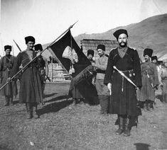 Казаки Кубанского конного отряда особого назначения с сотенным значком. Первая мировая война.