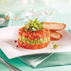 Salmon and Avocado Tartare – Appetizers and Soups – Recipes – Express Recipes – Pratico Pratique Healthy Cooking, Cooking Recipes, Vegan Recipes, Ceviche, Tartare Recipe, Salmon Tartare, Seafood Appetizers, Dinner Party Recipes, Healthy Recipes
