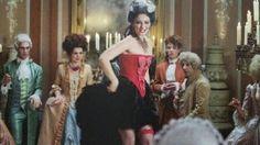 Maria Ehrich dans le rôle de Gwendolyn dans le film Bleu Saphir (Saphirblau)
