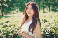 Nome de palco: Umji Hangul: 엄지 Posição: Maknae (mais nova) Data de nascimento: 19 agosto de 1998 Nacionalidade: sul-coreana Altura: 1,63 Tipo sanguíneo: O Signo: Leão Talento: cantar músicas da Disney (?), dançar e falar inglês Hobbies: assistir filmes e escutar musica