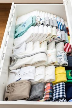 23 Clever DIY Christmas Decoration Ideas By Crafty Panda Baby Boy Room Decor, Baby Bedroom, Baby Boy Rooms, Baby Boy Nurseries, Baby Drawer Organization, Baby Storage, Wardrobe Organisation, Ideas Armario, Kid Closet
