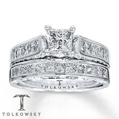 Oh.......my.........god! Seriously beautiful ring.