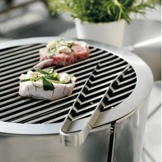 Barbecue Grill Ø 49 cm is the charcoal grill with covered dish by Tools Design for Eva Solo. Barbecue Design, Barbecue Grill, Outdoor Barbeque, Shops, Charcoal Grill, Tool Design, Grilling Recipes, Furniture Design, Dishes