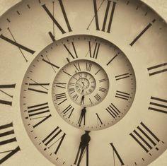 """Cuando un discípulo le preguntó a Siddhartha Gautama, el Buda, qué era el tiempo, él le contestó: """"No tengo ningún tiempo. No existe el tiempo. El tiempo es sólo la conciencia individual de cada persona de lo largo y de lo corto, eso es todo."""" Para él, si somos felices el tiempo pasa rápido; si no, pasa lentamente. ॐ"""