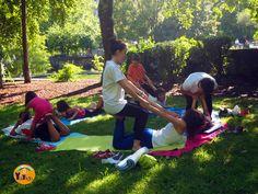 Yoga para niños al aire libre. ¡A caballo! #kidsyoga #kidsacroyoga #acroyoga #yogainnature Baby Yoga, Yoga For Kids, Easy Workouts, Yoga Fitness, Exercise, Yoga, Outdoor Girls, Strong Body, Toddler Yoga