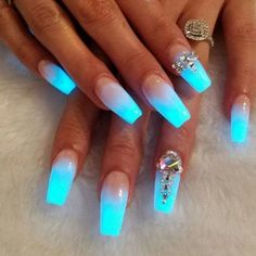 Ombre Nails – 175 Best Ombre Nails Ombre nail are goals ladies! Finding the very best ombre nails make us happy in life. There is just something about the color transitioning featured in ombre nails that offer an amazing perspective… Fancy Nails, Trendy Nails, Cute Nails, My Nails, Fabulous Nails, Gorgeous Nails, Glow Nails, Dark Nails, Neon Blue Nails
