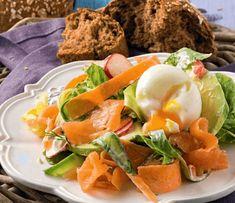 Σαλάτα με σολομό, αβοκάντο και αυγό | Συνταγή | Argiro.gr - Argiro Barbarigou Cantaloupe, Salad Recipes, Salads, Eggs, Vegetarian, Fruit, Breakfast, Soups, Greek