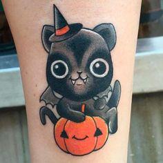 Tatuaje de halloween kawaii: Gato con disfraz de murciélago y calabaza |  Kawaii halloween Tattoo: Cat with bat costume and pumpkin