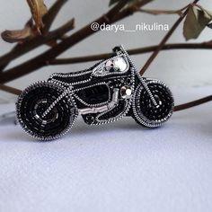 Вот такой маленький  получился. #dn_в_наличии . 2450₽ размер: 5,2*2,2 см В работе только самые качественные материалы! . . #байк#мотоцикл #мотоциклист #мотоциклистка #motorcycle #embroidery #beautiful #beads #embroideryart #trend #brooch #design#motorbike#jewelry#model#fashionjewelry#luxury#ootd#accessories #мотоциклы #embroideryinstaguild #embroiderydesign #embroideryartist #embroiderylove #embroideryfloss #embroiderywork