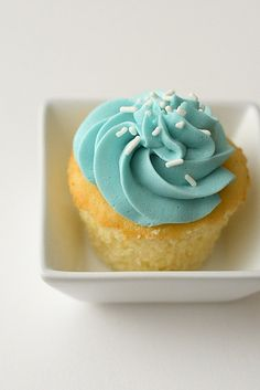 vanilla bean cupcakes by annieseats, via Flickr - for Zoe's birthday