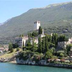 One of the many beautiful castles in Italy.