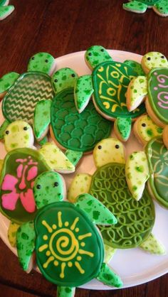 Sea Turtle Iced Sugar Cookies (Science because baking is science) Turtle Birthday Parties, Moana Birthday Party, Moana Party, Turtle Party, Luau Party, 7th Birthday, Beach Party, Birthday Ideas, Summer Cookies