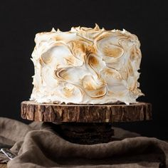 """foodffs: """" This S'mores Cake is better than the real thing! A graham cracker cake filled with a whipped milk chocolate ganache and topped with toasted marshmallow fluff. Smores Cake, Milk Chocolate Ganache, White Chocolate, Chocolate Cake, Divine Chocolate, Nutella Cake, Delicious Chocolate, Delicious Food, Candy Buffet"""