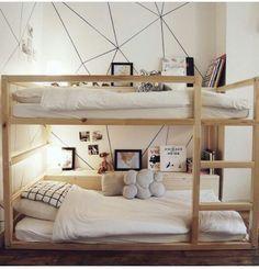 chouette idée, avec table de nuit intégrée en bas et en haut