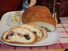 Pan de jamón, aceitunas verdes y negras