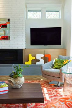 Minnesota home exudes stunning Scandinavian modern style Skandinavisch Modern, Beautiful Modern Homes, Minneapolis, Interior Photo, Interior Design, Laminate Cabinets, Minnesota Home, Beautiful Places To Live, Stylish Chairs