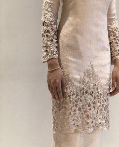 Malay Wedding Dress, Kebaya Wedding, Muslimah Wedding Dress, Muslim Wedding Dresses, Modest White Dress, Minimal Wedding Dress, Classy Gowns, Hijab Dress Party, Brokat