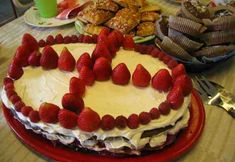 Suklainen Keksikakku Cheesecake, Desserts, Food, Tailgate Desserts, Deserts, Cheesecakes, Essen, Postres, Meals